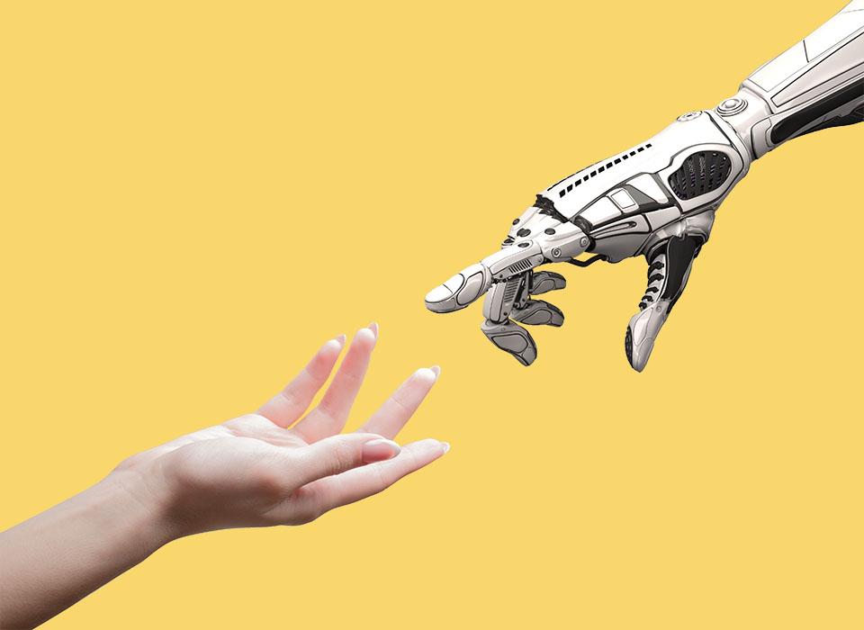 concepto de brazo mecanico de humano y brazo robotico sobre fondo amarillo